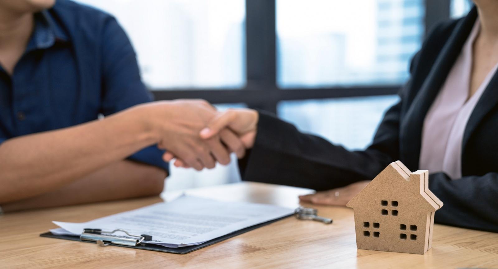Quanto e quando se deve pagar a uma agência imobiliária?
