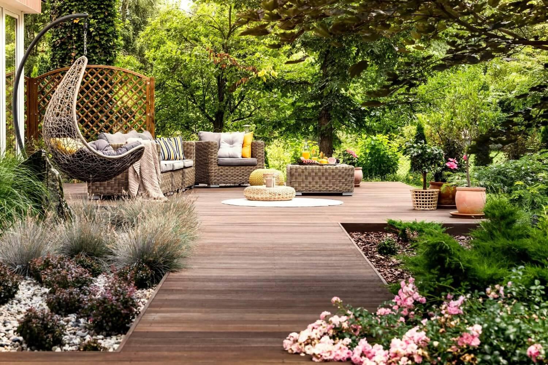 Jardim mais sustentável. Como poupar água, desde a escolha do solo e da relva à manutenção da piscina